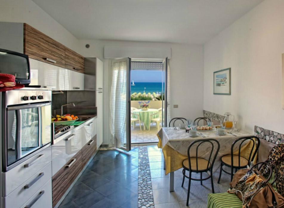 Residence con appartamenti sul mare ad Alba Adriatica in Abruzzo ...